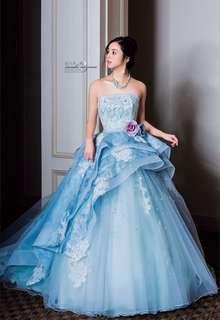 淡いブルーの爽やかドレス