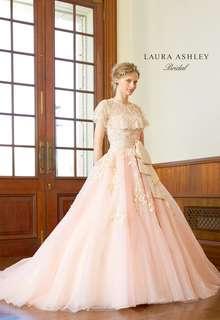 レースとチュールで透明感を添えたロマンティックドレス