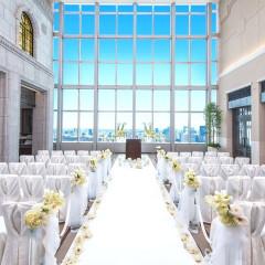 地上37階、眺望と格調を貸切るというこの上ない贅沢な挙式会場