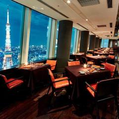 最上階から望む大都会の景色と、間近にある東京タワーの迫力に、招待ゲストからも歓声が。360度ビューの開放的な空間で、美景を眺めながら上質な時間を過ごすウエディングを