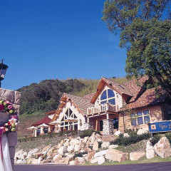 大自然の中、リゾートの風薫るガーデンレストラン メープルヒル