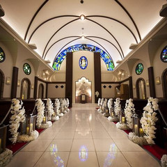 荘厳な空間、天井高9M&1885年製ヨーロッパ輸入の由緒あるステンドグラスが美しい本格教会
