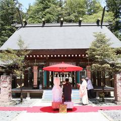 ホテルから徒歩5分に位置する「乃木神社」由緒正しき神社が挙式の舞台に。