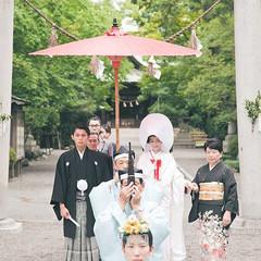 家族と共に歩く花嫁行列が印象的な浜松八幡宮での神前式。