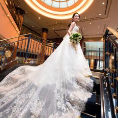 ホテルエントランスでお出迎えする アンピール様式のロビーでの写真は 特別なショットに・・・