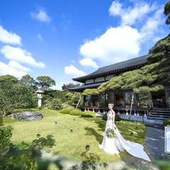 壮大な日本庭園を使ってデザートブッフェやガーデン挙式などおふたりらしく