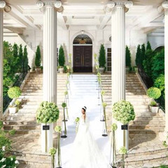 印象的な大階段は花嫁の憧れ