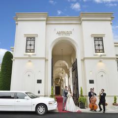 大通り沿いに佇む凱旋門はアーフェリーク迎賓館のシンボル