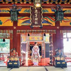 浅草神社の社殿内に入ると、清らかな風が流れます。