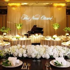 華麗で気品あるウエディングスタイルを叶えるためのバンケットルーム『TSURU NO MA』ブランドホテル『ニューオータニ』を代表する披露宴会場。