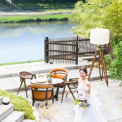 鴨川と東山を望む絶景のロケーションが人気の広々としたガーデンテラス♪