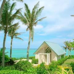 南国テイスト溢れるビーチサイドに佇むチャペル