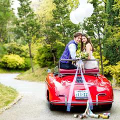 オープンカーを使った入場演出や写真撮影で海外ウェディング風に!新郎さんの運転で入場するとまるで映画のプリンセス★