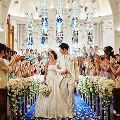 チャペルを彩るステンドグラスとパイプオルガンは、イマニエル教会で100年以上愛され続けたもの