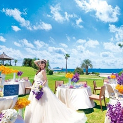 青い海と空を感じながら、ガーデンでのデザートビュッフェやグリルがお勧め!