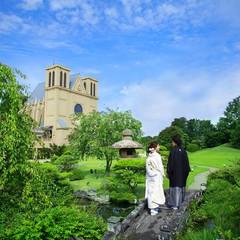 広大な日本庭園が訪れた人々を悠々とした旅に導く
