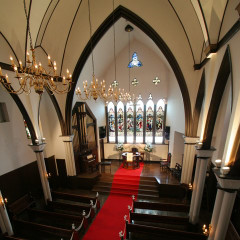 英国教会を元麻布の地に移築した伝統的な教会