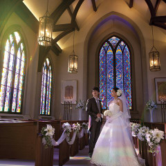 七色の自然光が輝く独立型大聖堂