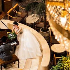 グランドピアノの奏でる音色に心癒される広々空間