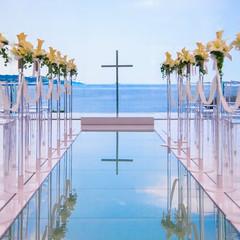 「誓い」という名のチャペル「ジュレ」 空と海が溶け合うような壮大な景色が お二人の「誓い」を見守ってくれます