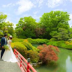 紅い橋や広大な景色の中で過ごす時間は現実を忘れさせてくれる!
