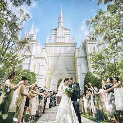 「まるで絵本でみたお城みたい…」と、花嫁たちが一目で虜になる白亜の大聖堂。