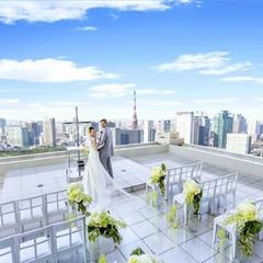 地上221mのスカイウェディング。他にはない空間でお二人らしい結婚式を。