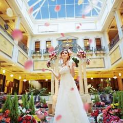 ホテルの中心に位置する、屋内ガーデン。年中花が咲いていて、とても華やかなスペースはガーデンセレモニーやゲストと歓談をするスペースとして人気の場所♪