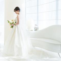 花嫁に人気のインポートドレスも選べる、豊富なドレスラインナップ。 豊富な提携から、自分に合ったドレスの試着が楽しめます。 ・VERA WANG ヴェラ・ウォン ・PRONOVIAS プロノビアス ・Phillipa Lepley フィリッパレプリー