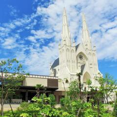 荘厳で神聖な空気に包まれる本格ゴシック様式の大聖堂。
