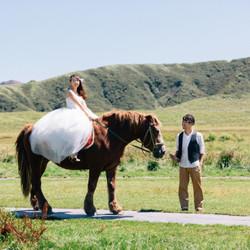 乗馬 プリンセス ボーホーウェディング 阿蘇山 しーちゃんの前撮り ロケーションフォト 熊本 ウェディングドレス