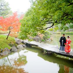 和装 ロケーション 紅葉 庭園 色打掛 黒紋付袴
