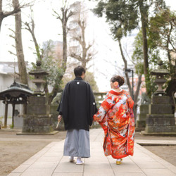 色打掛 和装 ロケーション 紋付袴 洋髪 神社 後ろ姿