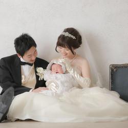 スタジオ フォトウェディング タキシード ウェディングドレス 子供と 家族撮影