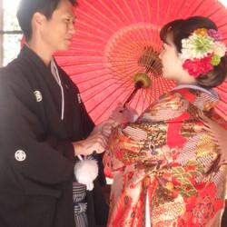 黒紋付袴 色打掛け 番傘 神社