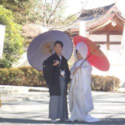 黒紋付袴 白無垢 番傘 神社