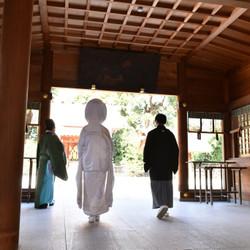 神社 白無垢 黒紋付袴