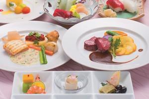 フランス料理と和洋折衷2種類のお料理をご用意