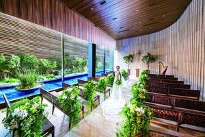 緑・光・木の自然に包まれたデザイナーズチャペル