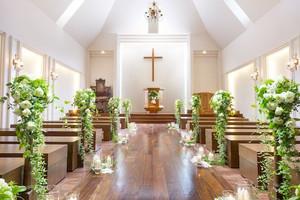 自然光あふれる「木の教会」
