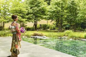 陽の光、風と水の音に包まれた庭園で叶える本格挙式