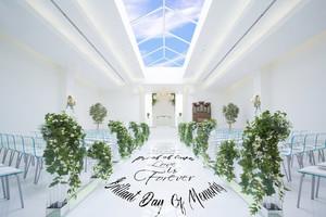 天窓から降り注ぐ光が花嫁の美しさを際立たせます