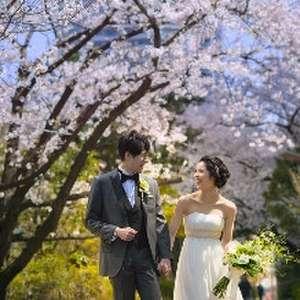 新緑や桜、東京タワー、温かな光に包まれる春色ウェディング!