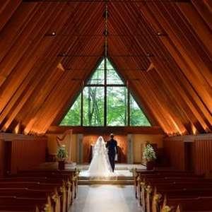 「軽井沢高原教会」での挙式がもっともお得に叶う