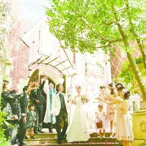 煌く光の中で明るく開放的なsummer wedding!