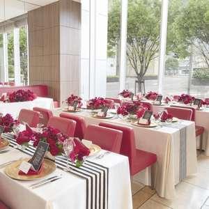 スタイリッシュな空間で叶えるレストラン貸切ウエディング