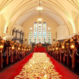 大聖堂で厳かな挙式を・・・。