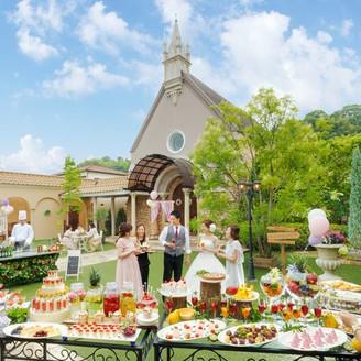 ガーデンでの過ごし方は自由♪デザートを食べたりお写真を撮ったりおしゃべりしたり思いのままに!