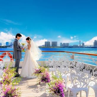 青い空と青い海も祝福!シンフォニーの船上で叶える「海婚」が人気♪