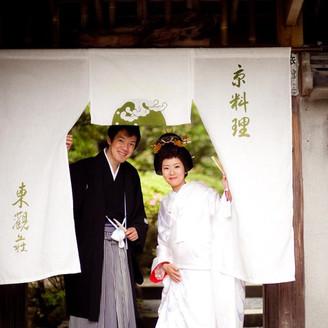 心やすらぐ自然を背景に、歴史と気品が美しく調和した懐かしくも暖かい雰囲気。京都らしい神社挙式の後のご披露宴にもお奨めです。